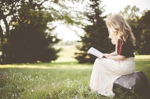 lectura-niña-beneficios-leer