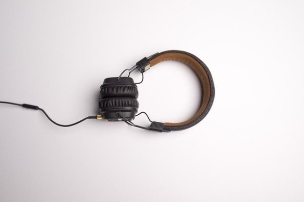 headphone-1868612_640