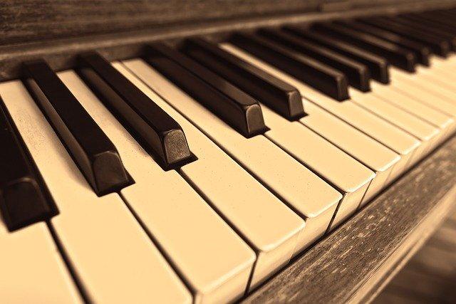 musica-psicologia-emocion-piano